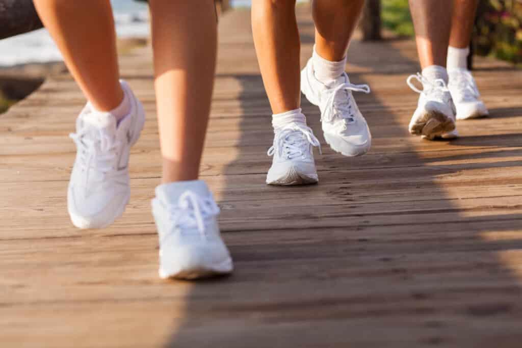 איך להתאים נעלי ספורט להליכה