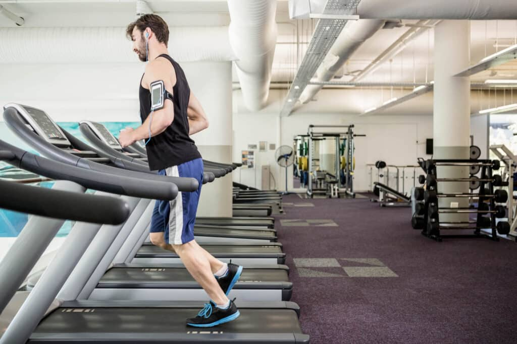 ריצה על הליכון לעומת ריצה בחוץ